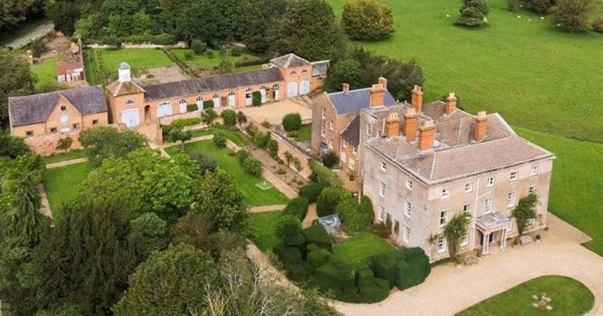 Newbold Pacey Hall - Country House Sale Virtual Tour Image