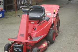 Lot 415 - A Countax 30 Ride -on Mower