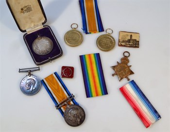 Lot 31 Three part WWI medal groups