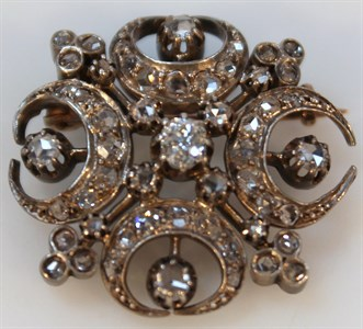 Lot2 A Victorian diamond set brooch