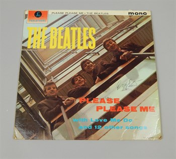 Lot 30 A copy of the Beatles album Please Please Me