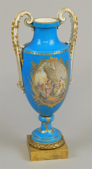 Lot 3 - A Late 18th Or Early 19th Century Sevres Style Porcelain Vase