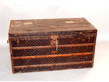 1A Louis Vuitton Trunk