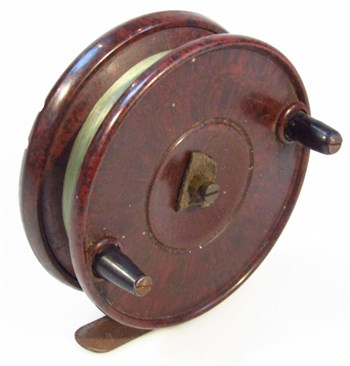 384 An early 20thC brown Bakelite fishing reel