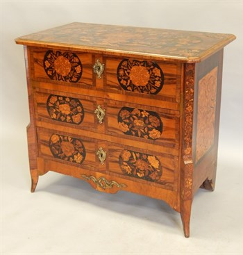 Thumbnail _lot 1019 A late 18th/early 19thC Dutch walnut and floral marquetry commode