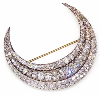 1260 A Victorian diamond set triple crescent brooch