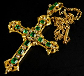 2423 An ornate emerald and diamond set crucifix