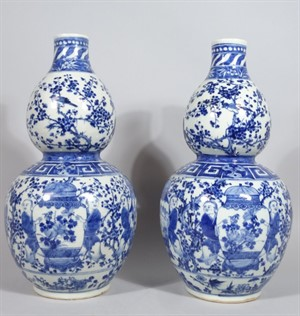 3035 A pair of Chinese blue and white porcelain double gourd vases