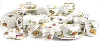 lot 131 A quantity of Royal Worcester Evesham pattern dinner ware